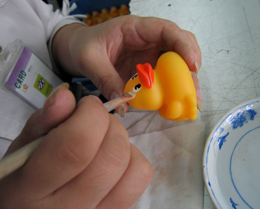 A-gallery-showing-Chinese-factory-workers-and-the-toys-they-make10