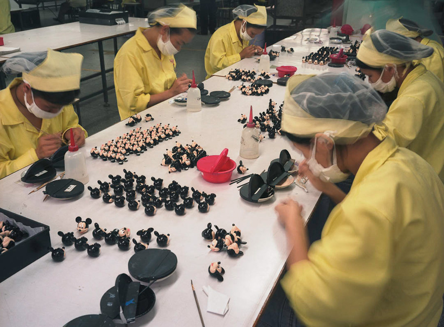 A-gallery-showing-Chinese-factory-workers-and-the-toys-they-make13