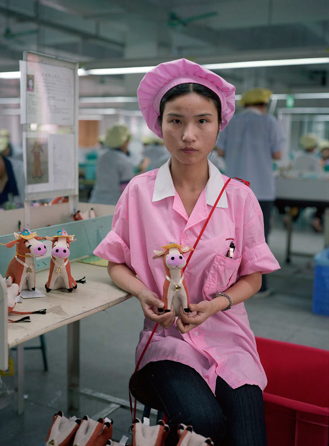 A-gallery-showing-Chinese-factory-workers-and-the-toys-they-make22
