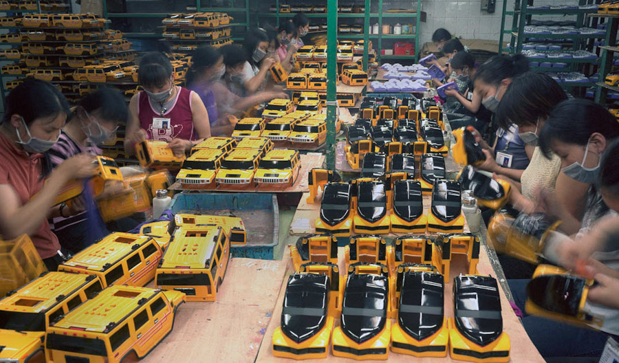 A-gallery-showing-Chinese-factory-workers-and-the-toys-they-make29