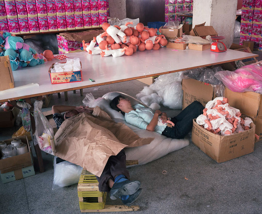 A-gallery-showing-Chinese-factory-workers-and-the-toys-they-make33