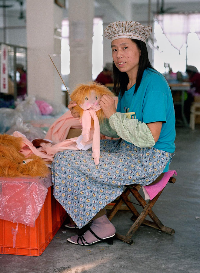 A-gallery-showing-Chinese-factory-workers-and-the-toys-they-make7