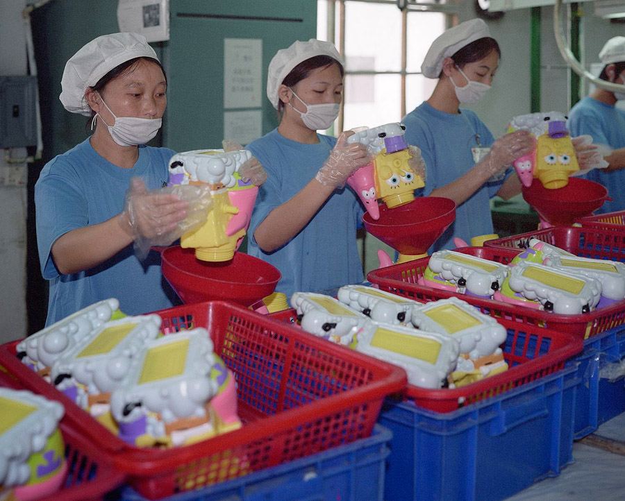 A-gallery-showing-Chinese-factory-workers-and-the-toys-they-make9