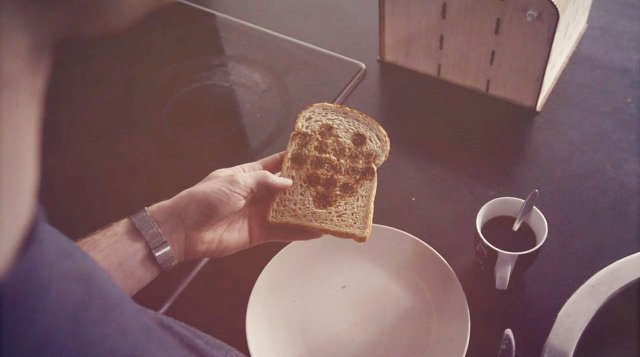 1672092-poster-toaster-bread