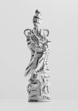 Fragile Geisha - marker on found ceramic - 2013 - 12 x 4 x 3,5 - 007