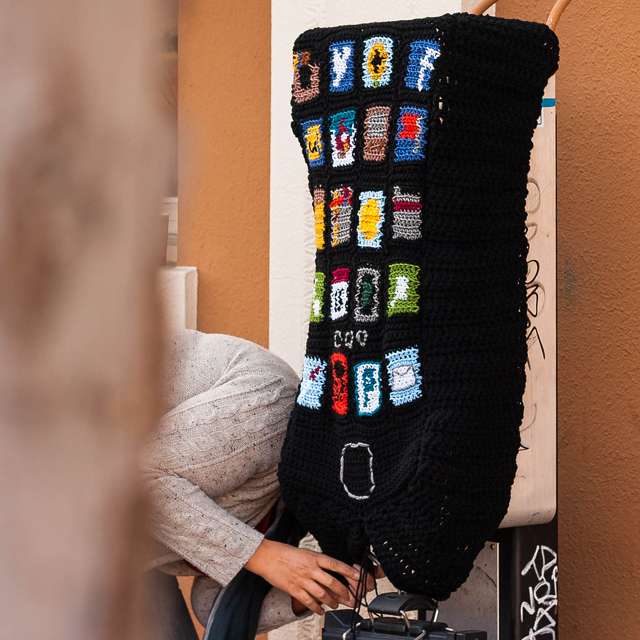 Phone-Yarn-Bomb-1sa
